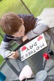 Malerei-Grußkarte des kleinen Jungen Kinderfür seine Mutter Stockfotos