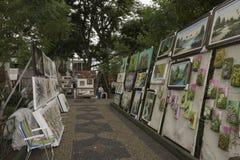Malereien für Verkauf in Embu DAS Artes Stockfoto