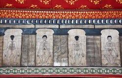 Malereien im Tempel Wat Pho unterrichten Stockfoto