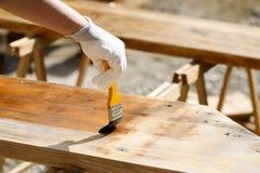 Malereiholz mit hölzerner Schutzfarbe Lizenzfreie Stockfotos