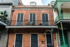 Malerische alte Häuser auf Bourbon-Straße, New Orleans, Louisiana, USA Lizenzfreies Stockfoto