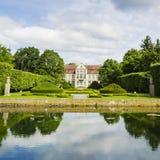 Malerische Ansicht über Abtpalast in Oliwa-Park in Gdansk Lizenzfreie Stockfotos