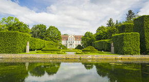 Malerische Ansicht über Abtpalast in Oliwa-Park in Gdansk, Polen Lizenzfreie Stockbilder
