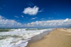 Malerische Ansicht über italienischen sandigen Strand Marina di Vecchiano nahe gelegenes Pisa, Italien Stockfotografie