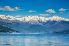Malerische Ansicht über See Como und Alpen in Italien Lizenzfreie Stockfotografie