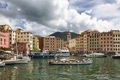 Malerische Ansicht des Fischerdorfes von Camogli Lizenzfreie Stockfotografie