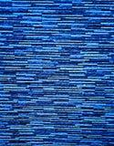 Malerische, bunte und elegante Einfassung der Wand des Zauns, hergestellt von den verbundenen d?nnen Platten des k?nstlichen Gran stockbilder
