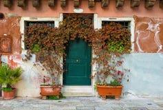 Malerische Fassade eines Hauses in Venedig Stockfotos