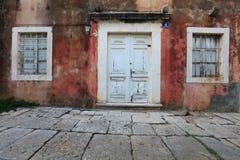 Malerische Hausfassade auf Peljesac, Kroatien lizenzfreies stockbild