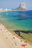 Malerische Landschaft des sandigen Strandes in Calpe, Spanien Lizenzfreie Stockbilder