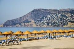 Malerische Landschaft des sandigen Strandes in Calpe, Spanien Stockfoto