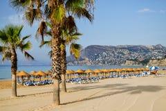 Malerische Landschaft des sandigen Strandes in Calpe, Spanien Stockbild