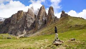 Malerische landwirtschaftliche Landschaft mit Touristen. lizenzfreies stockfoto