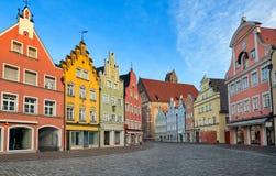Malerische mittelalterliche gotische Häuser in der alten bayerischen Stadt durch Munic lizenzfreie stockfotografie