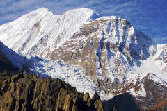 Malerische nepalesische Landschaft mit Gletscher Lizenzfreies Stockbild