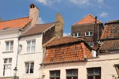 Malerische rote mit Ziegeln gedeckte Dächer Brügge belgien stockfoto