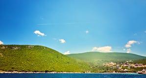Malerische Seeansicht von Boka Kotorska, Montenegro, Herzeg Novi Zanjic Mamula Trieb Weitwinkel Stockbild