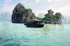 Malerische Seelandschaft. HaLong Schacht, Vietnam Lizenzfreies Stockfoto