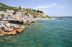 Malerische Sommerlandschaft des vietri sul Stutenstrandes, Italien Lizenzfreie Stockbilder