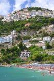 Malerische Sommerlandschaft des vietri sul Stutenstrandes, Italien Stockbilder