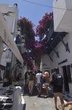 Malerische Straßen-sehr Enge voll von Shops in Chora-Insel von Mikonos Arte History Architecture Stockfotografie