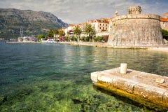 Malerische szenische Ansicht der alten Stadt mit Hafen von Korcula, Dalmatien, Kroatien Lizenzfreie Stockbilder