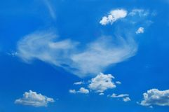 Malerische Wolken sind im Himmel Lizenzfreie Stockbilder