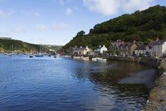 Malerischer alter Fishguard-Hafen, Wales Großbritannien stockbilder