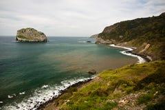 Malerischer Meerblick der atlantischen Küste in San Juan de Gaztelugatxe, baskisches Land, Spanien Stockfotos