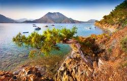 Malerischer Mittelmeermeerblick in der Türkei Sonniges Frühling morni Stockfotografie