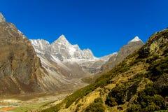 Malerischer Schneeberg am Trekking EBC niedrigen Lagers Everest in Nepal lizenzfreies stockbild