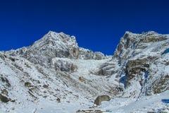 Malerischer Schneeberg am Trekking EBC niedrigen Lagers Everest in Nepal stockbilder