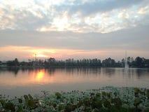 Malerischer See bei Sonnenuntergang Stockfotografie