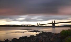 malerischer Sonnenuntergang, Ansicht über Brücke über Weichsel in Kwidzyn in Polen Stockbilder