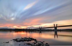 malerischer Sonnenuntergang, Ansicht über Brücke über Weichsel in Kwidzyn in Polen Lizenzfreies Stockfoto