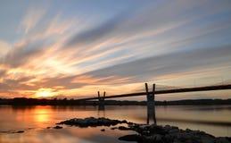malerischer Sonnenuntergang, Ansicht über Brücke über Weichsel in Kwidzyn in Polen Lizenzfreies Stockbild