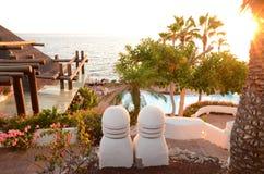 Malerischer Strandclub bei Sonnenuntergang in Costa Adeje auf Teneriffa Lizenzfreie Stockfotos
