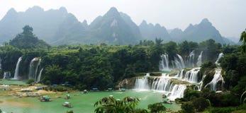Malerischer Wasserfall Stockfotos