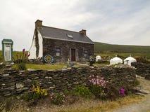 Malerisches Häuschen auf Dursey-Insel stockfotos