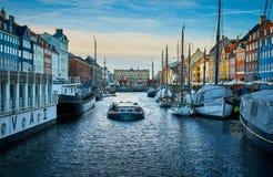 Malerisches Nyhavn, der Ufergegend-, Kanal- und Unterhaltungsbezirk des 17. Jahrhunderts in Kopenhagen stockbild