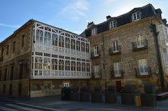 Malerisches Windows von typischen Gebäuden von Vitoria Architektur, Kunst, Geschichte, Reise stockfotos