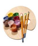 Malerpinsel auf hölzerner Palette. Lizenzfreie Stockfotos