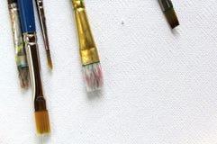Malerpinsel auf Segeltuch stockbilder