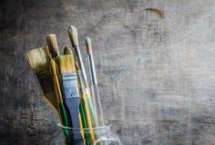 Malerpinsel in einem Glasglas Lizenzfreie Stockfotos