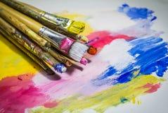 Malerpinsel mit Farbe Lizenzfreies Stockbild
