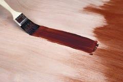Malerpinsel und frischer Lack stockfotografie