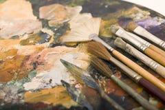 Malerpinsel und Palette Stockfoto