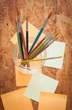 Malerpinsel und Post-It Lizenzfreie Stockfotos