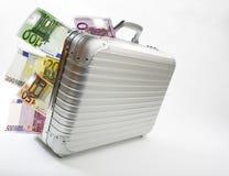 Maleta con los billetes de banco euro Imagen de archivo libre de regalías