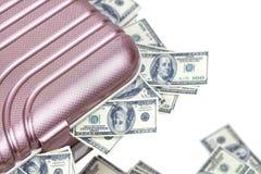 Maleta del viaje por completo de billetes de banco fotografía de archivo libre de regalías